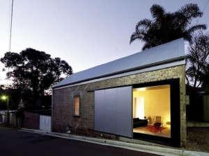 Shed-Sydney-Richard-Peters-Associates-Heidi-Dokulil-Zinc-sliding-door