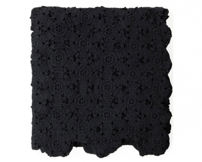 700_a-detacher-folded-black-blanket