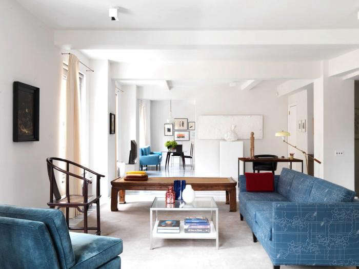 700_annabelle-selldorf-blue-couches-10