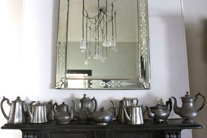 700_dc-debra-cronin-mirror-and-tea-kettles