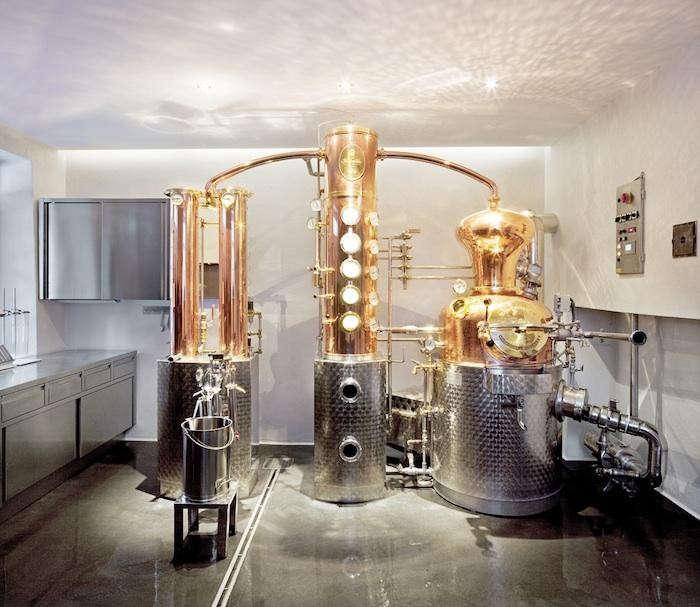 700_distillery-copper-equipment