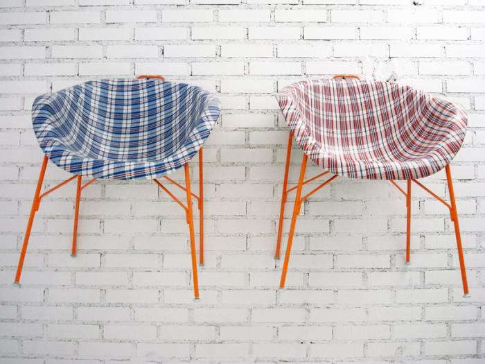 700_euphoria-chairs-checkered-blue-red-against-wall