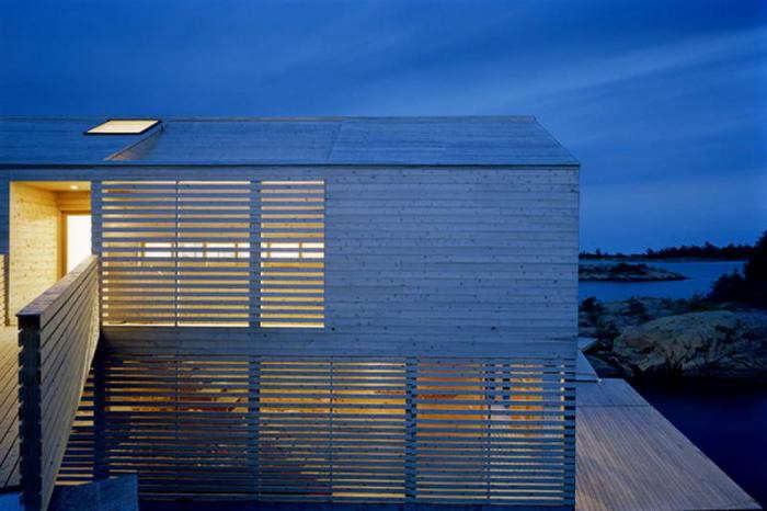 700_floating-house-at-night