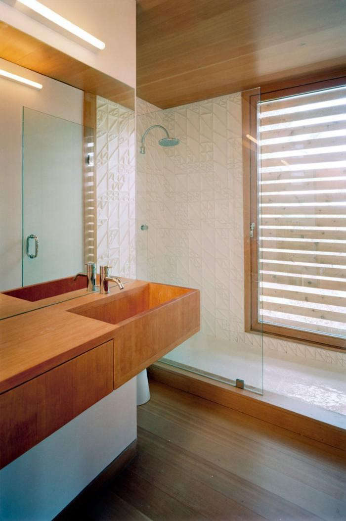 700_floating-house-bath-wooden