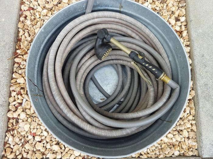 700_garden-hose-in-galvanized-bucket