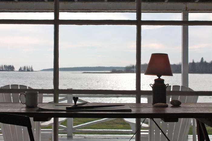 700_harbor-cottage-desk-outlook