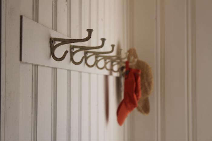 My Auntie Jessie made this custom coat hook rack for her guest room (see more of this home at Designskool).