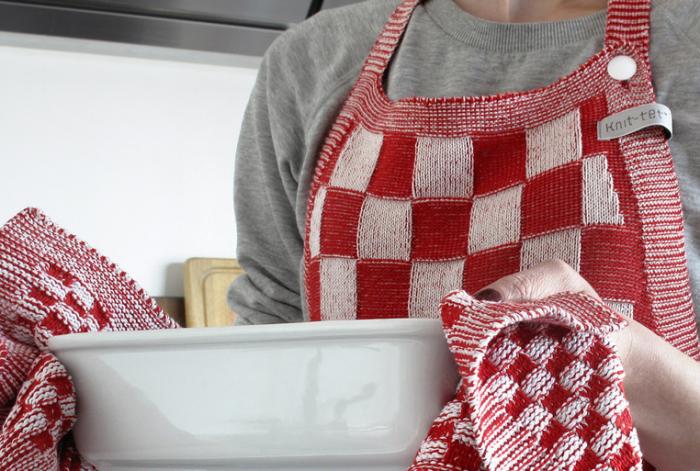 700_liset-van-der-scheer-knitted-apron-3