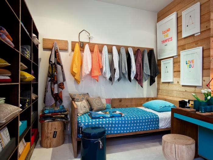 700_mark-tuckey-store-blue-bedspread
