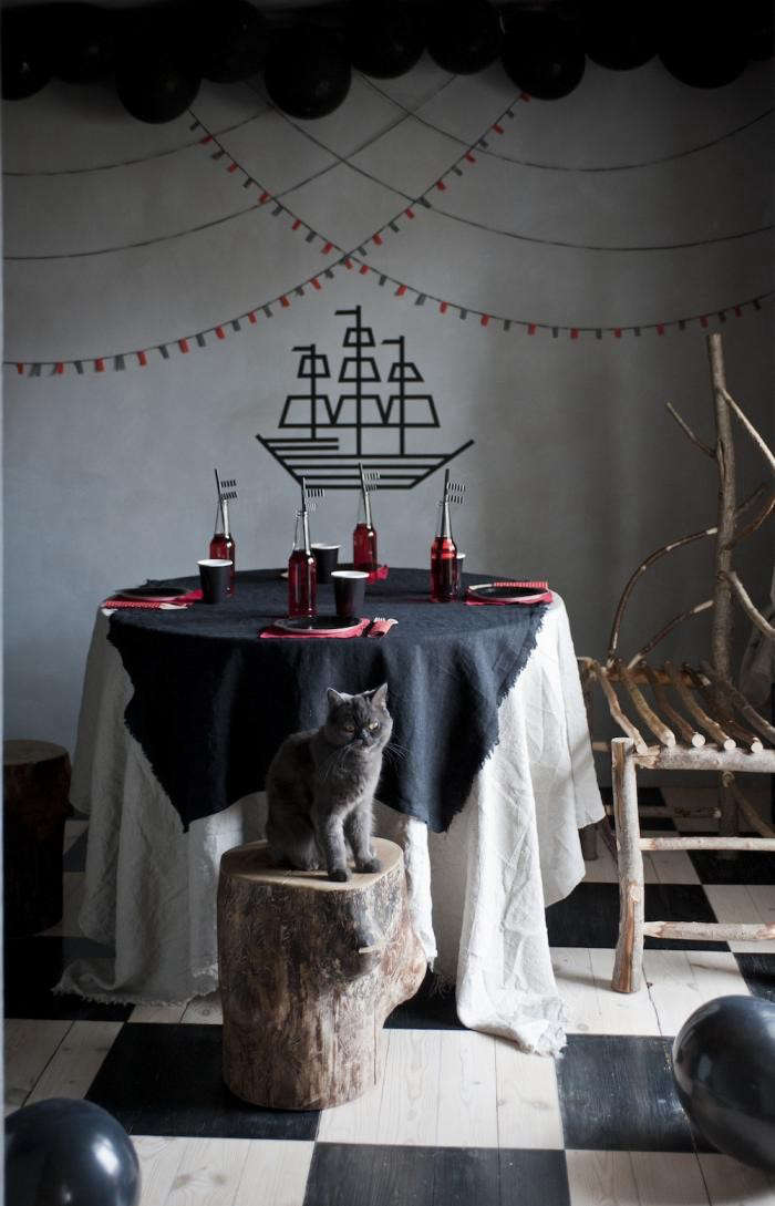 700_marlen-large-photo-pirate-tabletop