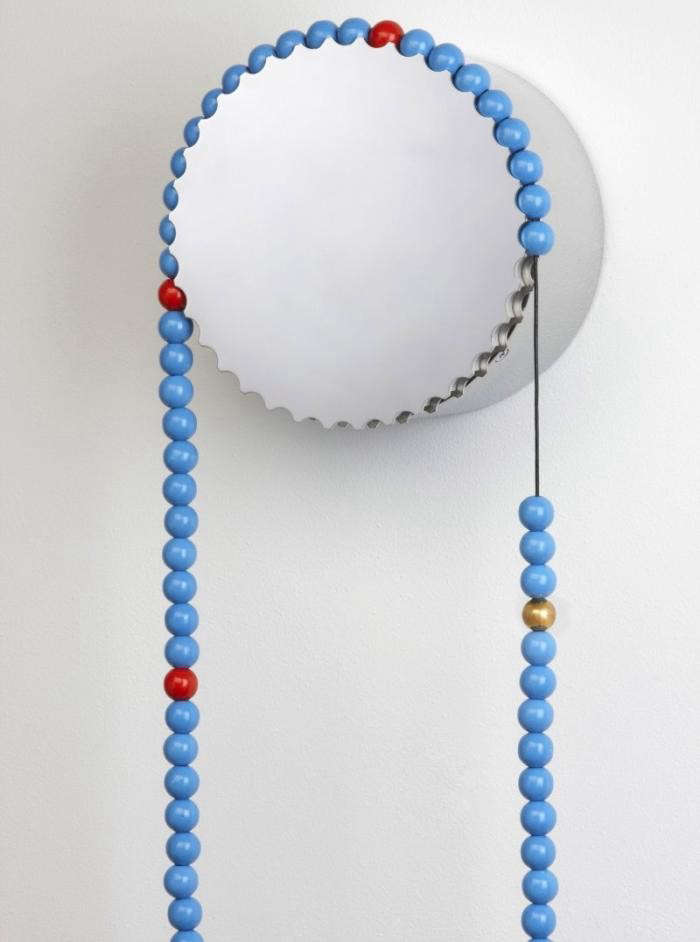 700_sasa-blue-wooden-beads-upclose