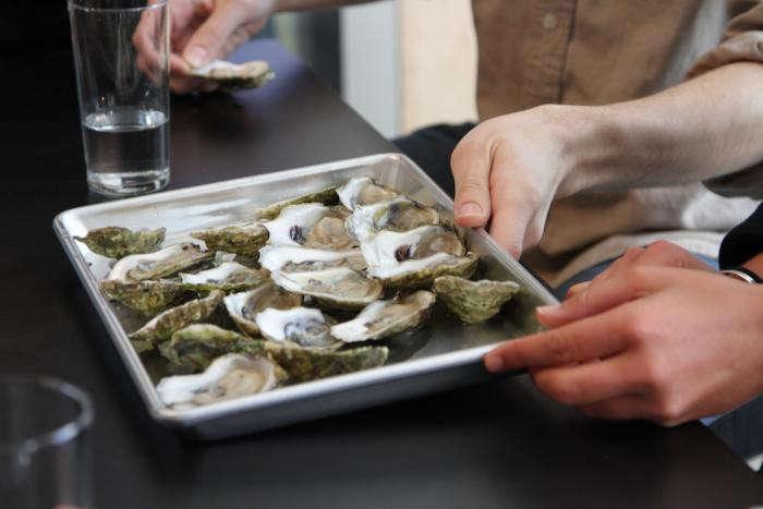 700_silkstone-loft-tray-of-oysters