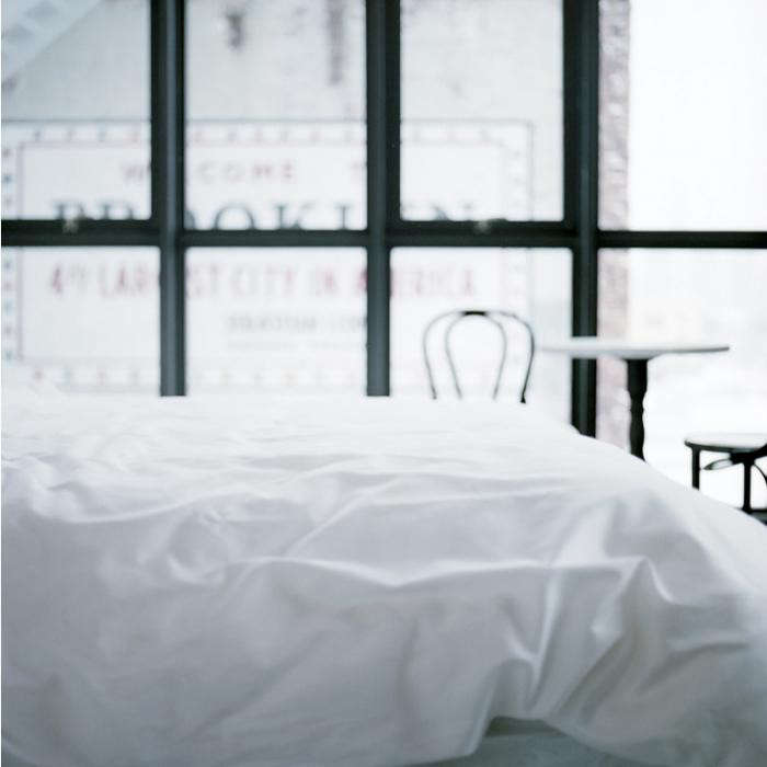 700_wythe-bed-white-linens