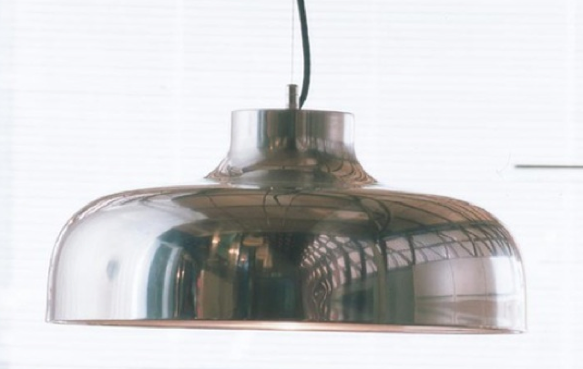 shiny-silver-pendant-in-situ-photo