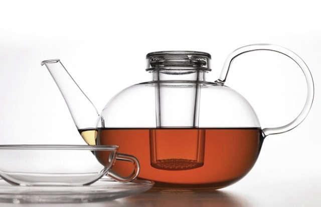 wagenfeld-tea-kettle-with-tea-glassware