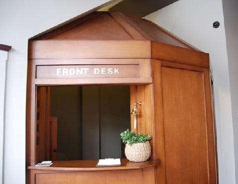 commodore-front-desk-2