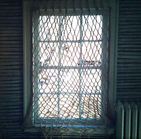 Diy fishnet window covering remodelista for Fish curtains for windows