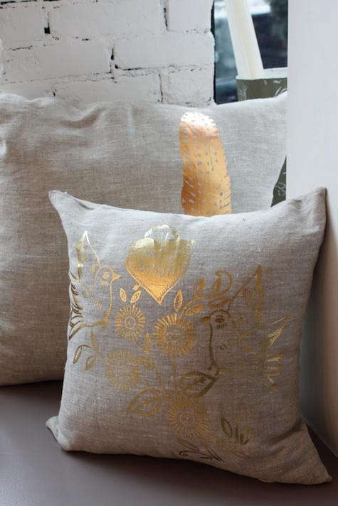 lucky-fish-gold-pillow