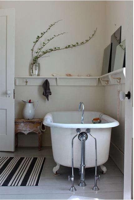 Steal this look simple cape cod bath remodelista for Cape cod bathroom design