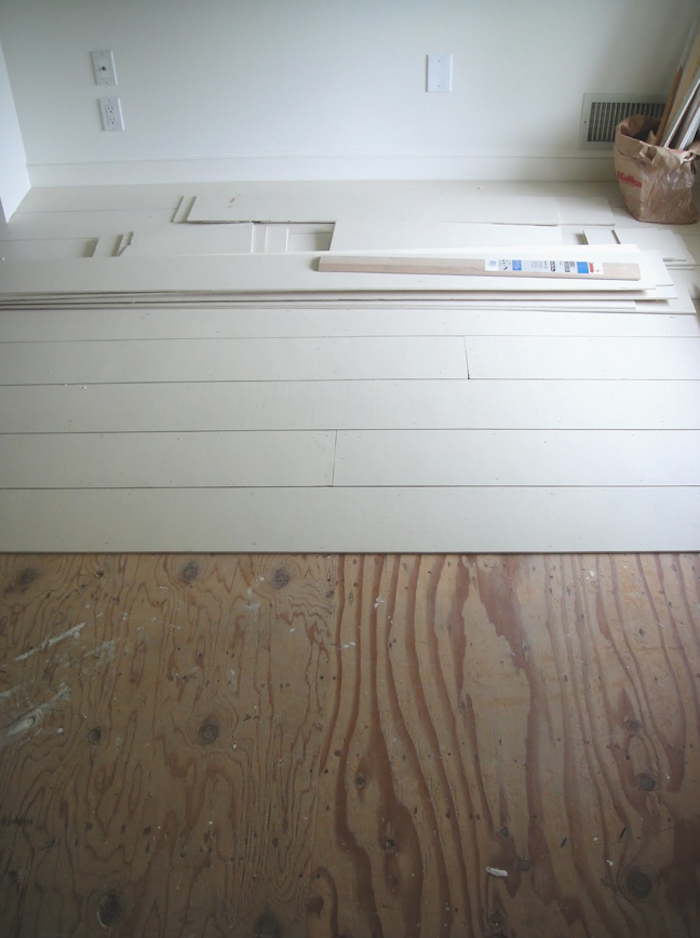 700_1frugal-farmhouse-white-painted-floors-and-light-wood-1