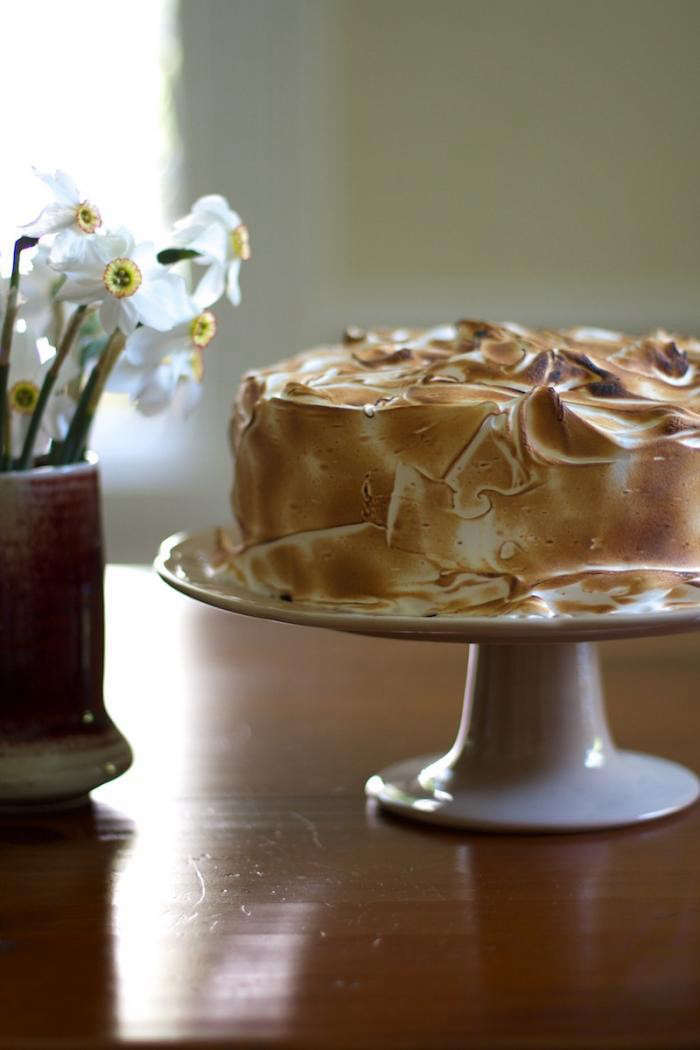 700_27-lemon-meringe-cake-verticalremodelista