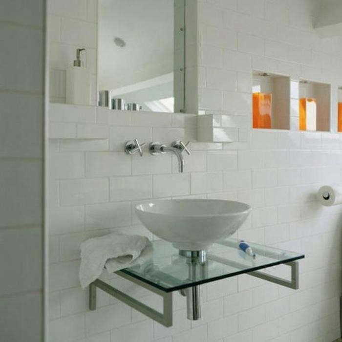 700_bath-niche-with-colored-liquid-soap