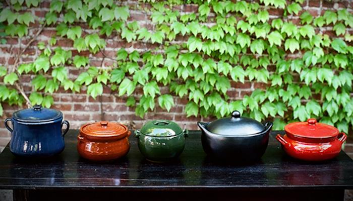 700_bram-clay-pots-green-wall