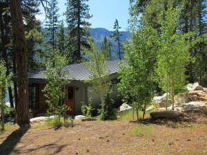 DeForest-Architects-Lake-Wenatchee-house-on-sloping-site