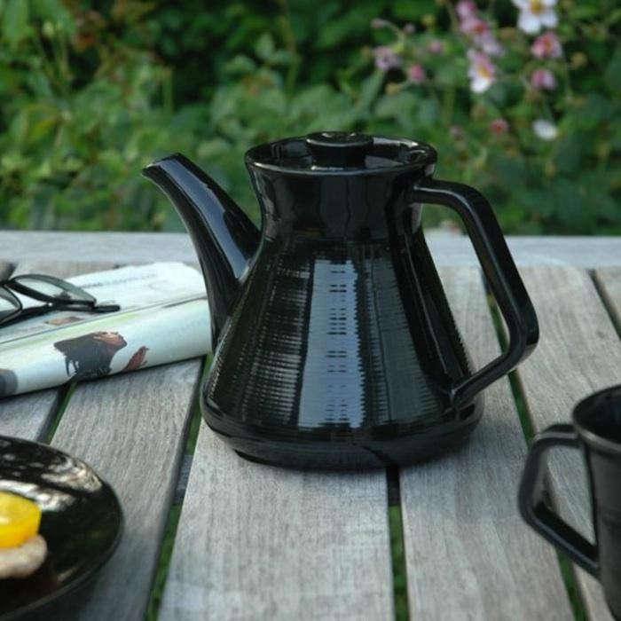 700_halv-atta-teapot-2