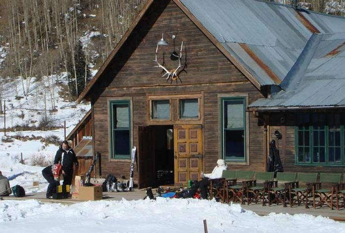 700_hot-springs-cabin-two-people-outsider