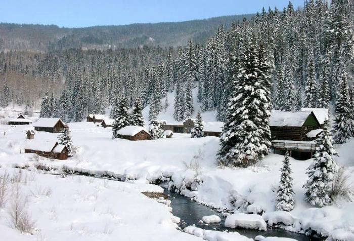 700_hot-springs-dunton-covered-in-snow