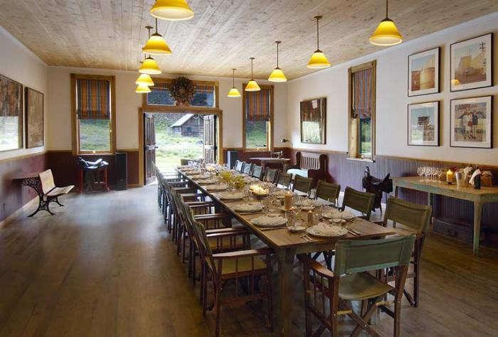 700_hot-springs-dunton-indoor-dining-area