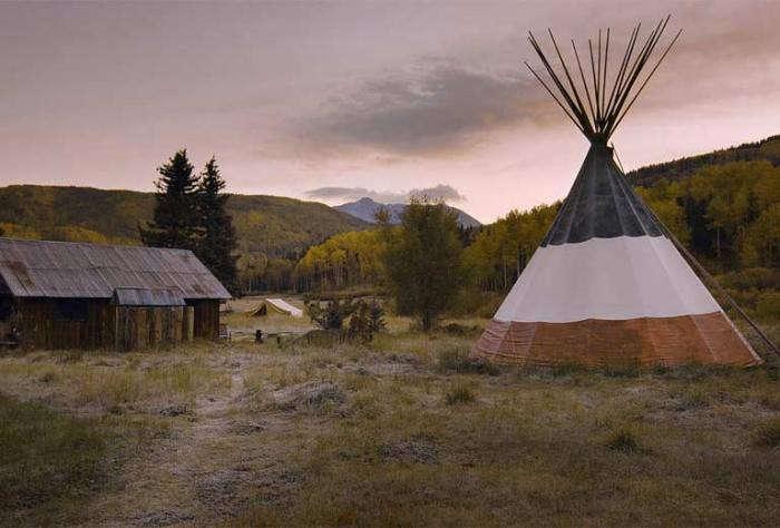 700_hot-springs-dunton-teepee-at-sunset