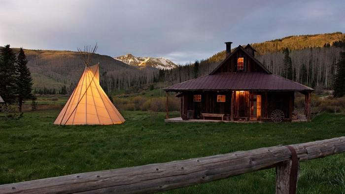 700_hot-springs-dutton-outdoor-teepee-at-night