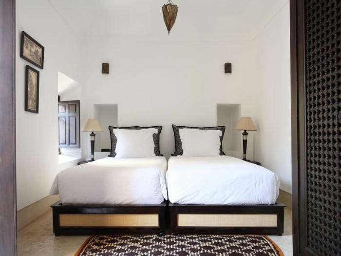 700_riad-dix-neuf-bedroom-white-sheets