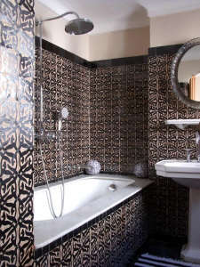 Nord-Pinus-Tanger-Anne-Igou-geometric-tiles-bathroom