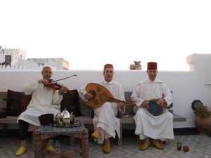 Nord-Pinus-Tanger-Anne-Igou-Musicians-on-roof-terrace
