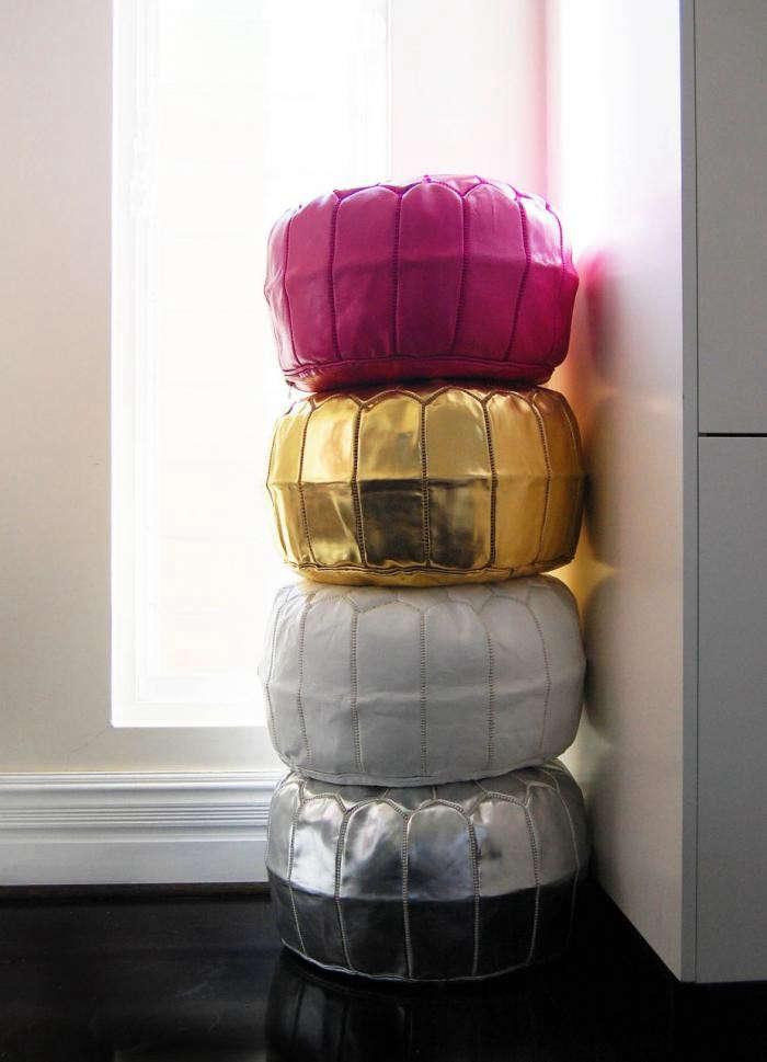 700_table-tonic-metallic-poufs