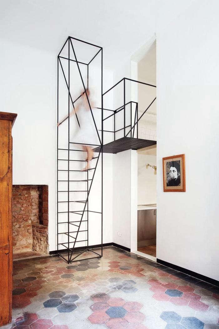 700_wire-staircase-via-emmas