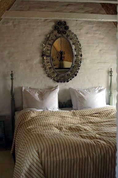 falsled-mirror-bedroom