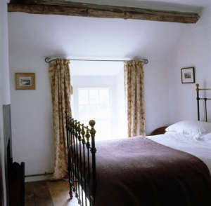 Hackett-Holland-North-Wales-stone-farmhouse-bedroom