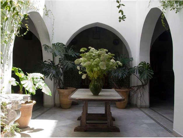 nord-pinus-courtyard-flowers
