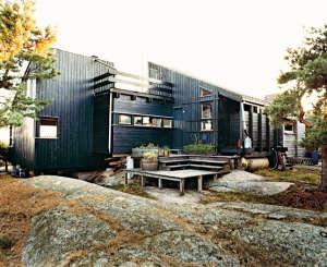 Hanko-Norway-Jürgen-Kiehl-one-sided-pitch-shed-style-black-boarding-outdoor-decks