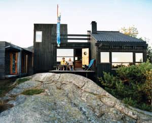 Hanko-Norway-Jürgen-Kiehl-one-sided-pitch-shed-style-black-boarding-koi-kite
