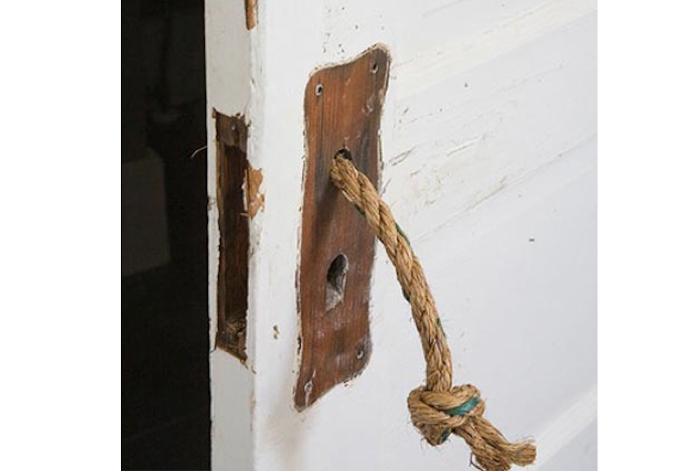 700_700-long-rope-handle-white-painted-door