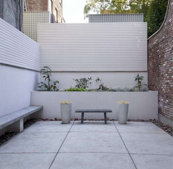 700_acourt-back-patio-view-toback