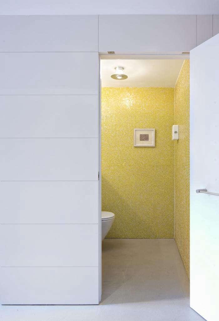 700_acourt-kitchen-level-bathroom