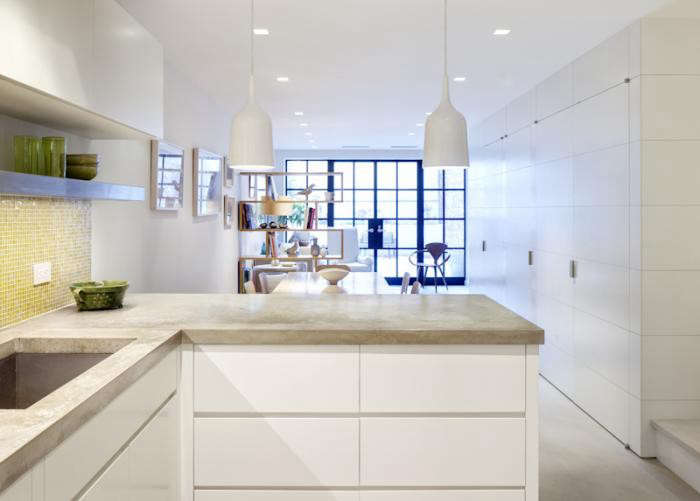 700_acourt-kitchen-view-to-back