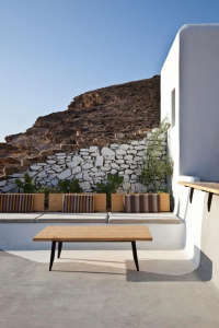 Alemàgou-Bar-Restaurant-Mykonos-K-Studio-bench-seating-striped-cushions-white-washed-stone-wall