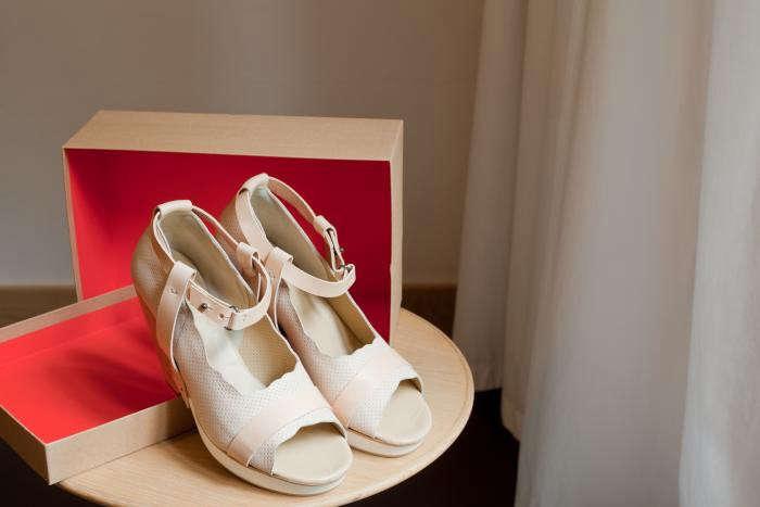 700_amanda-cox-tracy-neules-shoes-2
